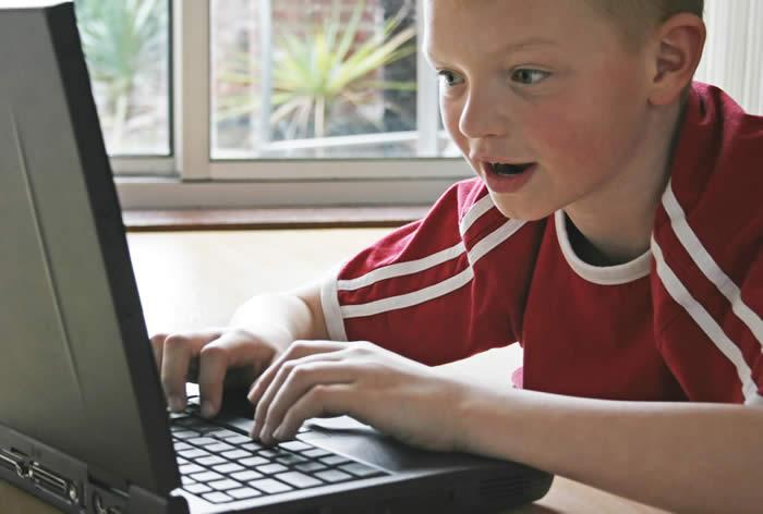 Нажмите на изображение для увеличения Название: kid_on_computer.jpg Просмотров: 16 Размер:33,1 Кб ID:60841