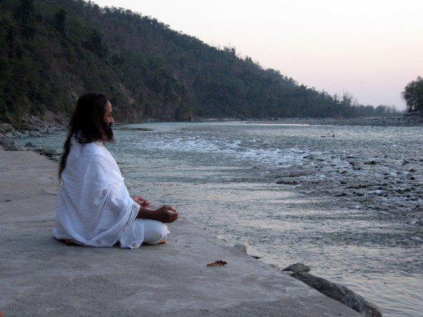 Нажмите на изображение для увеличения Название: Gurudzhi-v-meditatsii.jpg Просмотров: 12 Размер:48,1 Кб ID:62037