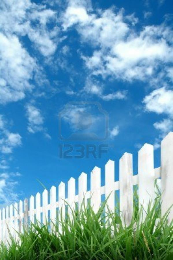 Нажмите на изображение для увеличения Название: 8393154-white-fence-with-blue-sky.jpg Просмотров: 26 Размер:70,2 Кб ID:62271
