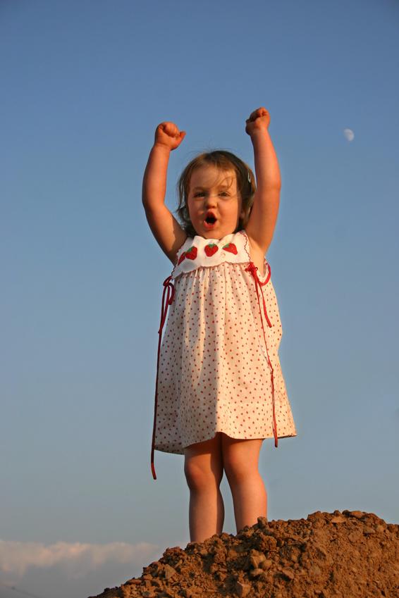 Нажмите на изображение для увеличения Название: Cheering-little-girl.jpg Просмотров: 10 Размер:162,5 Кб ID:62687