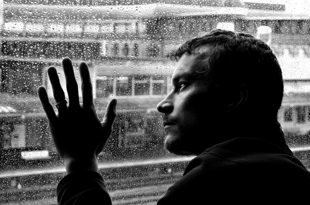 Нажмите на изображение для увеличения Название: sad-man-and-rain-1330349202VkV.jpg Просмотров: 7 Размер:175,9 Кб ID:77102